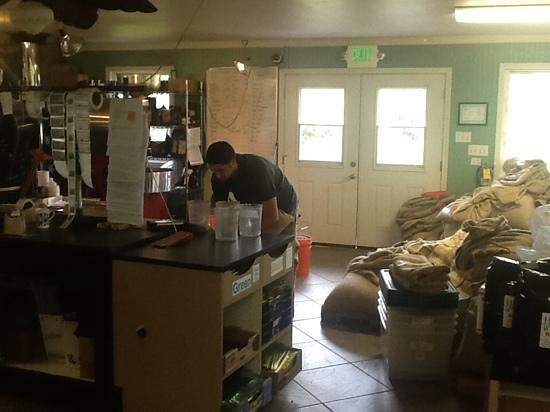 Hilo Coffee Mill : roasting/ tour room