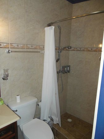 Club Arias B&B: bathroom