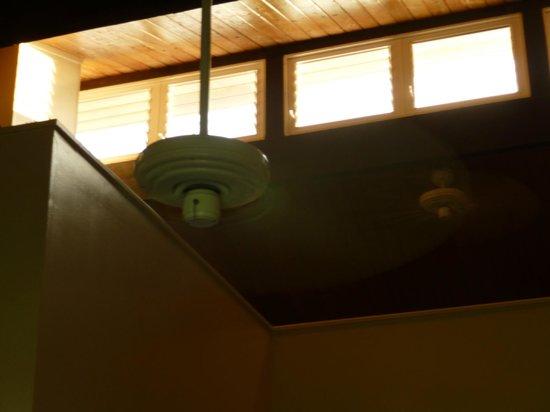 Cliffs at Princeville : Celestory windows in loft bedroom