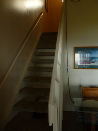 The Cliffs at Princeville: Stairs to loft bedroom
