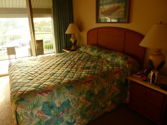 The Cliffs at Princeville: Master Bedroom