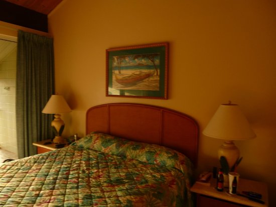 Cliffs at Princeville: King size master bed....very comfortable