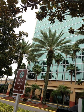 Doubletree By Hilton at the Entrance to Universal Orlando : Front of Building