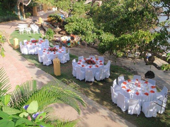 Villa Amor: Beautiful table settings for a wedding