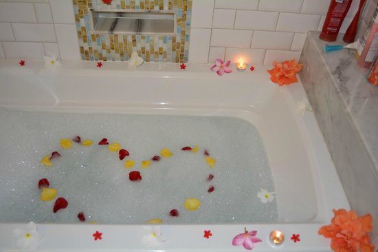 Sandals Royal Bahamian Spa Resort & Offshore Island: special bath treat from our butlers on our last night