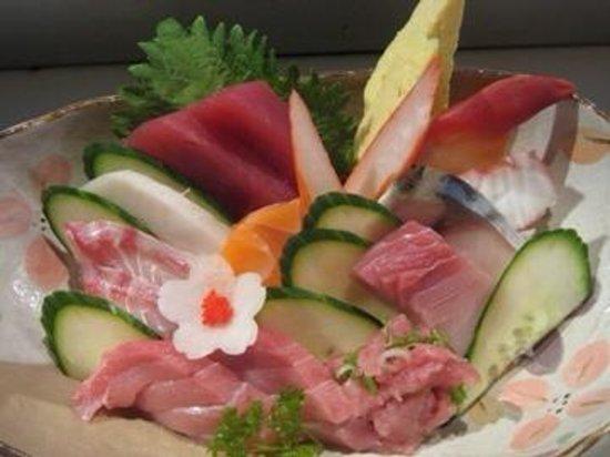 Daikichi Sushi Bistro: Chirashi Bowl from Chef Hiro