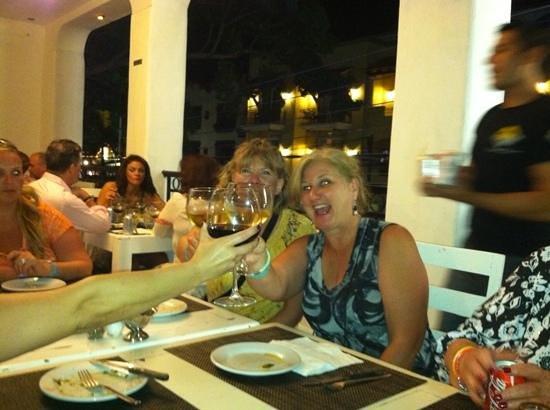 La Famiglia : Great wine!