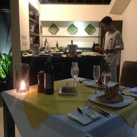 The Amala : downstairs kitchette and dining