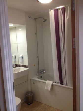 Premier Inn London Bank (Tower) Hotel: Bathroom / Toilet - Typical of Premier Inn