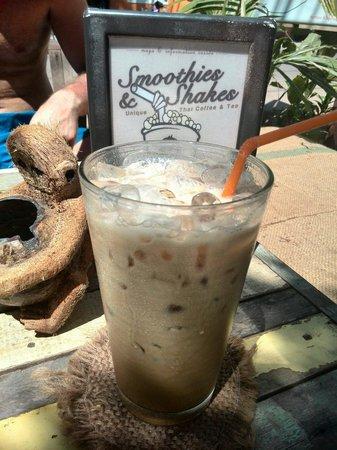Monkey Biziness Cafe - Koh Lanta : Fantastisk herlig plass! Stopp innom langs veien og nyt en iskald drikke i varmen! :) anbefales