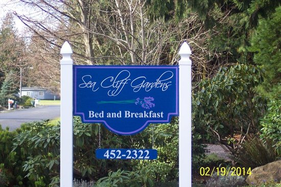 Sea Cliff Gardens Bed & Breakfast: Welcome sign