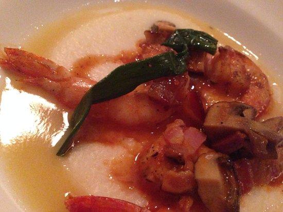 Nola Restaurant: Yummy shrimp and grits