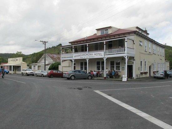 Whangamomona Hotel: Whanga pub