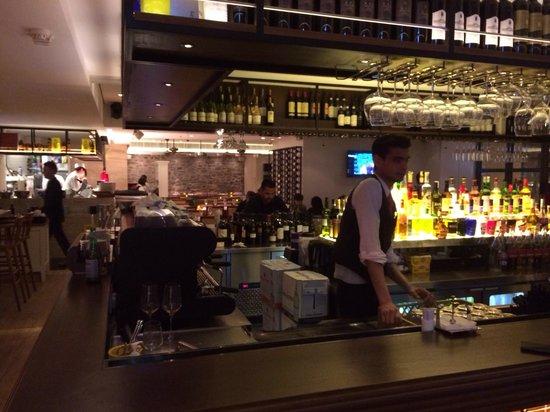 Spasso Italian Bar & Restaurant: The bar!