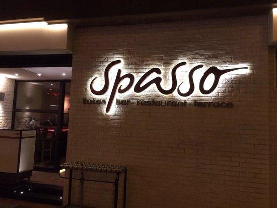 Spasso Italian Bar & Restaurant: The entrance.
