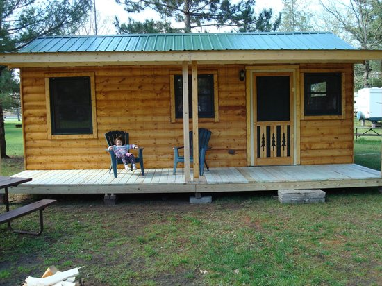 Deer Trail Park Campground: Cabin