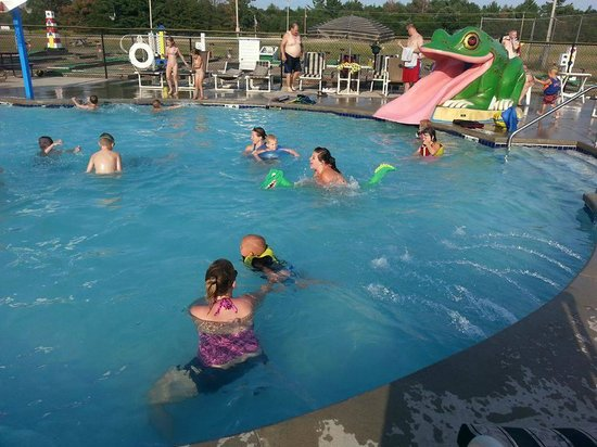 Deer Trail Park Campground: Pool