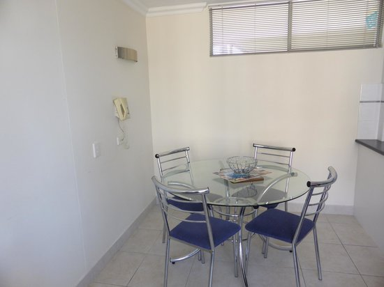 The Shore Holiday Apartments: Dinning area in one bedroom