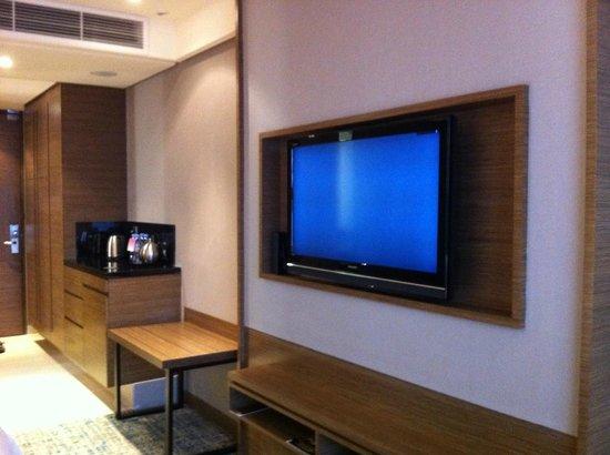Renaissance Johor Bahru Hotel: LCD TV
