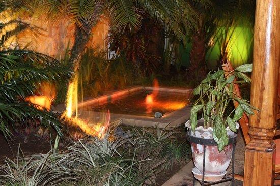 Casa Xanadu: Relaxing pool beside sitting area