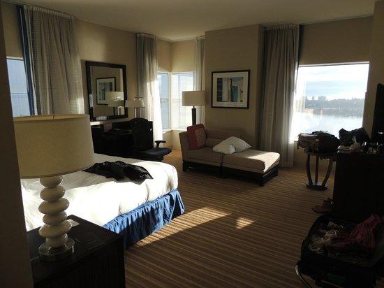Hilton San Diego Bayfront : Corner room