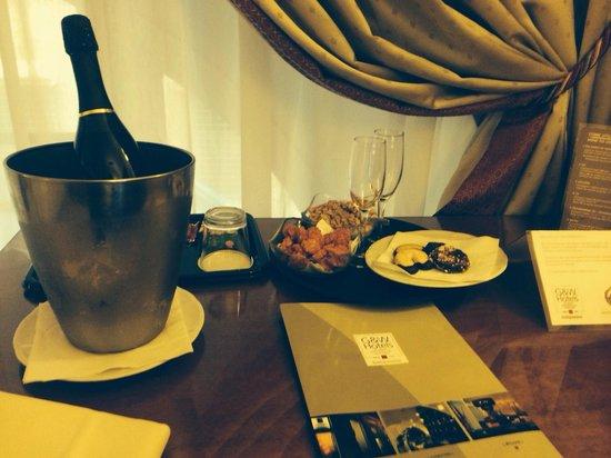 Cosmopolita Hotel: Champagne!