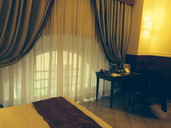 Cosmopolita Hotel: Fenêtre demi-lune