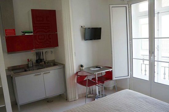 Lisbon Short Stay Apartments Baixa: Kitchen area