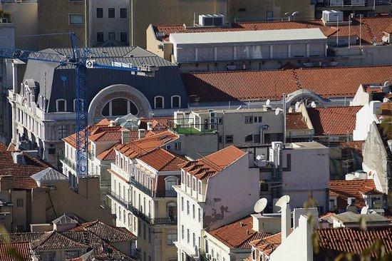 Lisbon Short Stay Apartments Baixa: Roof terrace from afar