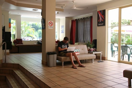Gold Coast International Backpacker Resort: common room with free wi