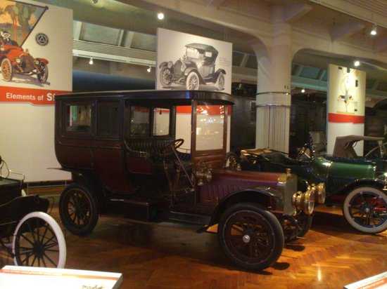 El Henry Ford: One of the several cars on display