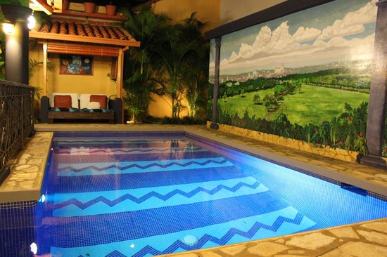 Casa Xanadu: Mural beside pool