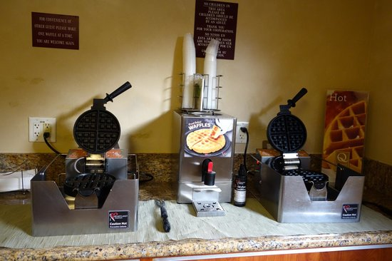 Quality Inn & Suites - Anaheim Resort: Breakfast is included - waffles