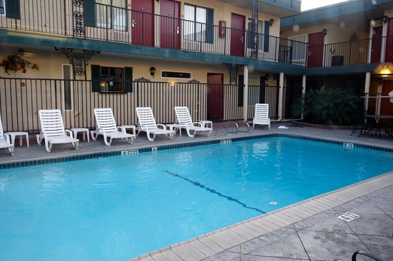 Quality Inn & Suites - Anaheim Resort: Hotel Pool