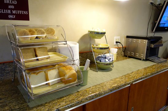 Quality Inn & Suites - Anaheim Resort: Breakfast is included - toast, english muffins