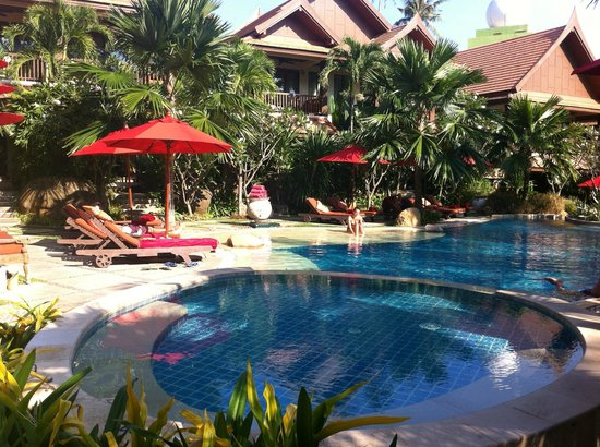 Rocky's Boutique Resort : The garden pool area