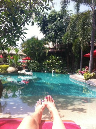 Rocky's Boutique Resort : The pool near the beach