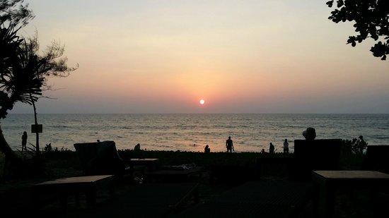 Holiday Inn Phuket Mai Khao Beach Resort: Sunset at the resort's beach