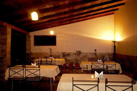 Ranikhet Inn: dining area