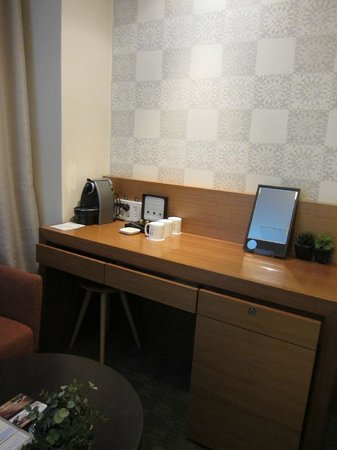 Hotel PJ: Work desk