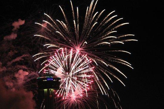 Drury Plaza Hotel San Antonio Riverwalk: More fireworks - because they were that good!