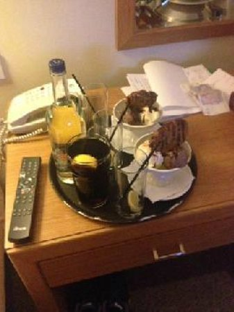 Holiday Inn London-Gatwick Airport: Room service