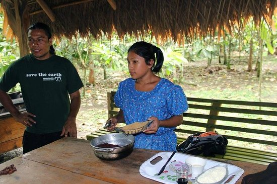 Cacao Trails Culture Tour: Making chocolate with the employees
