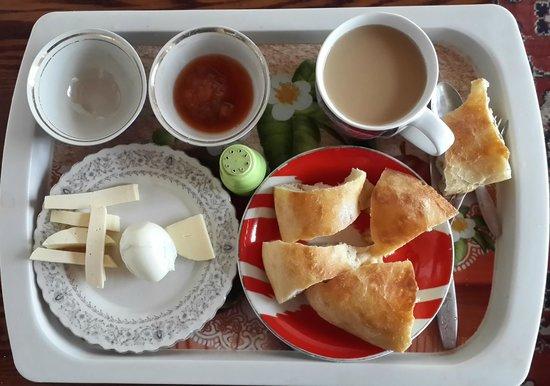 Mirzo Guesthouse: Breakfast