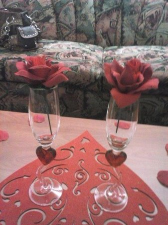 Best Western Plus Peak Vista Inn & Suites: champagne glasses with roses