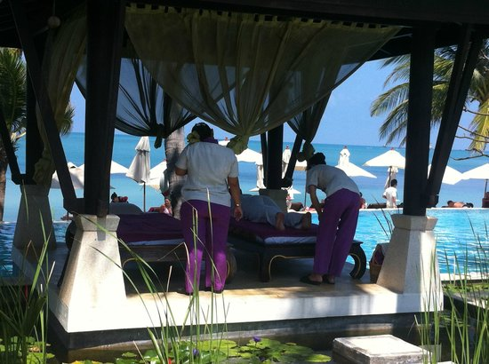 Melati Beach Resort & Spa : Massages by the pool/beach