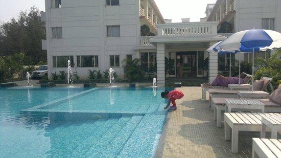 Victoria Beach Resort: pool02
