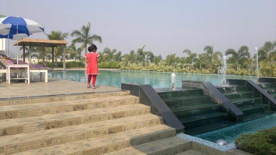 Victoria Beach Resort: pool