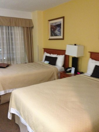 Days Inn Washington DC/Connecticut Avenue: Two double beds in Room 404