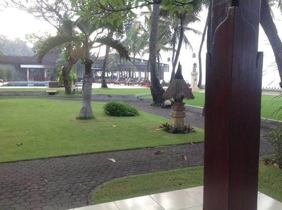 Rama Candidasa Resort & Spa : view from our room to the restaurant